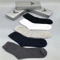 2021'de, yeni erkeklerin ve kadınların spor çoraplarının yeni markası pamuk severler lüks tasarımcı erkek çorapları 3 stilde mevcuttur.