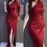 Soirée élégante Robes formelles Bourgogne 2021 Dubaï Robes De La Partie Peau Perle à manches longues Perles arabes Moyen-Orient Une épaule Haute Split