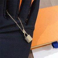 luxury designer jewelry women necklace gold lock pendant for men elegant silver chain necklaces and earrings bracelets suit