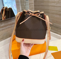 클래식 튼튼한 세련된 양동이 가방 코팅 캔버스 아이코 닉 모양 Drawstring 클로저 여성 조정 가능한 가죽 스트랩 크로스 바디 미니 어깨 가방