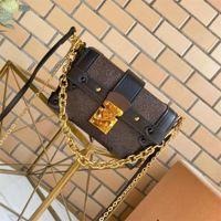 Forma essencial da forma da caixa de bagagem do tronco com pregos e fechamento do metal perfeito para pequenos tesouros crossbody pequenas mulheres frescas