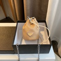 2021 럭셔리 드로우 스트링 미니 버킷 가방 디자이너 크로스 바디 여성 숄더 체인 가방 귀여운 소녀 동전 지갑 문자열 삼각형