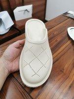Selling direto de alta qualidade homens e mulheres chinelos moda baotou oco out grosso soled sandálias verão banheiro praia sapatos rua lazer luxo caixa 35-44