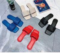 Pantoufles Emma King Marque Femmes Tisslus en cuir Sandale ouverte Toe Flip Flop Été Square Square Plage en plein air Femme 2021