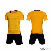 Orange Gelb Gewohnheit Fussball Jersey Uniform personalisierte Team-Shirts mit Shorts-gedruckten Design-Namen-Nummer für Männer / Kinder / Jugend 070113 5 Farben