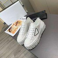 Kauçuk Platform Kadın Erkek Rahat Ayakkabılar Sneaker Motocross Lastiklerinden İlham Veren Naylon Gabardine Sneakers Tasarımını Tanımlıyor Bu Logo Üçgen Dekore 50 mm Kutu