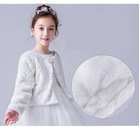 Jacken Faux Pelz Wrap Schal Lange Ärmel Jacke Umhang für Hochzeit Abendkleid Weiße Blume Mädchen Bolero Kids Mantel Cloak + Brosche