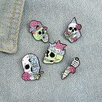 Living Skeleton Enamel Pins Custom Rose Cats Skull Dague Broche Broche Badge Badge Punk Gothic Bijoux Cadeau pour amis