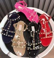 Lüks tasarımcılar ayakkabı perçin yay düğüm düz terlik kadın sandalet çivili topuk perçin bayanlar yaz plaj terlik kutusu 35-40