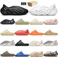 [con caja] 2021 diseñador kanye diapositivas oeste zapatillas desierto arena verano marrón plano hombres mujeres playa resina diapositiva sandalia hombre mujer zapatilla graffiti hueso caucho 36-47