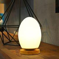 Yumurta Şeklinde Masa Lambası Sıcak Beyaz / Çok Renkli Değişen LED Uzaktan Kumanda Gece Lambası Kapalı dekorasyon için katı ahşap taban ile