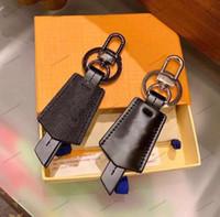 Moda Luxurys Llavero Hebilla Amantes Llavero Coche Mano Diseñadores de cuero Mano Llaveros Menores Bolsa Colgante Accesorios 3 Color