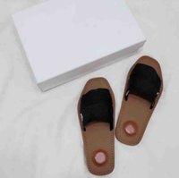 Diseñadores Mujeres Zapatillas Luxurys Lady Sandalias Cómodas New Fashion Lightness Flat Tallón Slipper Men Casual Weekbing Piss Shoes