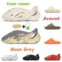 2021 caliente Kanye Foam Runner Sandalias para hombre Bone Desert Sand Resin Earth Brown Ararat Sand Triple Black Moon Grey Sliders para mujer