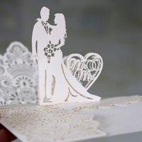 (10 piezas / lote) 3D Pop Up MRMRS Anillo de boda Diseño Tarjeta de invitación Láser Heart Par De Participación Postal Invitaciones IC053