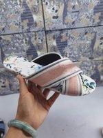 아름 다운 스타일 숙녀 슬리퍼 수 놓은 샌들 꽃 브로케이드 패션 스트라이프 플립 플롭 해변 가죽 다채로운 꽃 슬리퍼 6 색