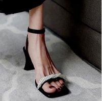 Zapatillas de verano para mujer Sexy hueco fresco clásico diseño de moda de lujo Rhinestone perla boda negocio celebridad alto grueso talón cuadrado zapatos