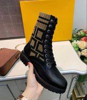 100٪ أحذية جلدية المرأة 2021 مصمم كلاسيكي فاخر مارتن نايت الدانتيل متابعة مكتنزة سوليد تحقق أحجام منخفضة الكعب 35-41