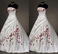 Abiti da sposa ricamati rossi in raso bianco Plus Size Ball Gown for Bride 2021 Pieghe a lacci senza spalline senza spalline Abiti da sposa vintage drappeggiati