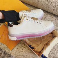 Luxurys مصمم مهلة منخفضة حذاء رياضة أحذية النساء دائرة شفاف المطاط تسولي الجلود كالفسكين المدربين الكلاسيكية
