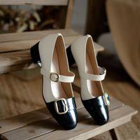 2021 Neue Frauen Echtes Leder Lackleder Kleid Schuhe Schnalle Mary Janes Schuhe Weibliche Hochzeit Schuhe Braut Medium Heels Pumps
