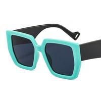 Neue quadratische Sonnenbrille Mode PC Big Frame Black Gläsern Persönlichkeit Koreanische Stil Gesichtsliftgläser Großhandel 9106