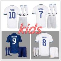 Çocuklar Gerçek Madrid Futbol Forması 2122 Çocuk Futbol Gömlek Şort Çorap 2021 2022 Benzema Tehlike Casemiro Sergio Ramos