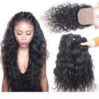 濡れて波状のマレーシア人の人間の髪の毛織り束4×4シルクベースクロージャ4ピースのロットウォーターウェーブ人間の髪緯糸拡張