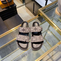 بغل شقة 2021 الربيع الصيف النساء النعال الأزياء قابل للتعديل حزام واسعة الشرائح سيدة مبطن الصنادل