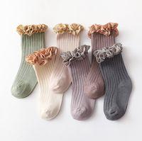 Bebek Kız Ekose Dantel Fırfır Çorap 2021 Bahar Yeni Çocuk Yarım Diz Yüksek Çorap Çocuk Pamuk Örme Kaymaz Bacak A5979