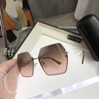 Designer Sunglasses Donne Moda Fashion Telaio rotondo Glasshe Glass Oro Eyewear Lenti Clear Occhiali da sole Occhiali Occhiali Lunes Lunette de Soleil