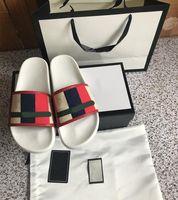 2021 Tasarımcı Moda Plaj Terlik Lüks Klasik Erkek Ve Kadın Sandalet Toka Metal Deri Siyah Flip Flop Kırmızı Düz Ayakkabı