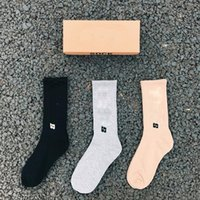 Mens Socken Großhandel Paar Neutrale Straßensocken Mode Brief Saison Druck Sport Für Männer und Frauen Zufällig 3 Farben