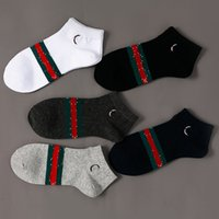 Chaussettes pour hommes gucci Gsrossiste taille moyenne Taille moyenne Italie Lettre de style respirant Coton Coton occasionnel Couleur aléatoire