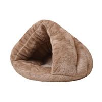 2019 Pet Dog Cat Triangle Bed Maison Chaud Soft Tapis Literie Cave Panier Kennel Nest lavable Y200330 741 K2