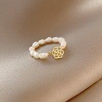 Avancerad Ganshan Camellia Pearl Ring Kvinna Minoritetsdesign Känsla Elastiskt Kall Vindköp Finger 5RGV716