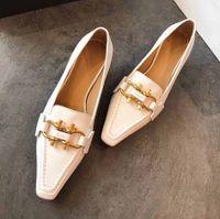 وأشار منخفضة الكعب المرأة شقة عارضة أحذية أصيلة جلد البقر معدني مشبك السيدات أحذية جلدية البغال princetown الرجال تدوس سيدة كبيرة اللباس أحذية حجم 35-39