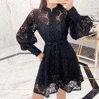 캐주얼 드레스 2021 고품질 럭셔리 디자인 활주로 드레스 가을 여성 섹시한 허리 레이스 중공 랜턴 슬리브 미니 Whith 벨트