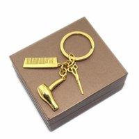 Anahtarlıklar dekoratif Kuaför Hediye Tarak Makas Saç Kurutma Makinesi Araba-Styling İç Aksesuarlar Araba Kolye Anahtar Yüzükler