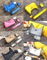 Bolsos de hombro Hobo P Bolsa Axilar Bolsa de cuello de mano Puede colgar una pequeña bolsa en la espalda en una variedad de formas de igualar todo tipo de ropa