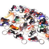 Pure Handcraft Mini 3D Stereo Sneaker Sneaker Portachiavi Donna Uomini Bambini Portachiavi Regalo Scarpe di Lusso Keychains Car Borsa Auto Catena chiave Scarpe da pallacanestro Portachiavi Portachiavi 10 Stili