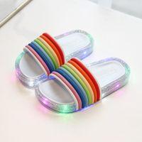 2021 NUOVI BAMBINI LED lampeggianti Rainbow Rainbow Flip Flops a strisce Bambino Girl Gelay Pantofole Summer Bambini luminosi scarpe da pantofola SO027