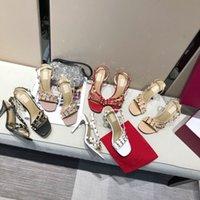디자이너 고품질 Womens 샌들 패션 봄과 여름 새로운 오픈 발가락 하이힐 리벳 가죽 안티 스키드 슬롯 버클 원래 신발 상자 큰 크기 35-42
