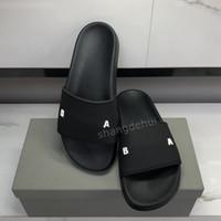 2021 عالية كوالتي رجل إمرأة الصنادل الأحذية الشريحة الصيف الأزياء واسعة النعال شقة الصنادل شبشب الوجه بالتخبط مع مربع حجم 36-46
