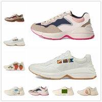 [Con caja]20SS LOGO printed suede B25 shoes  Rhyton Beige Mens Sneakers de cuero Vintage Runner Entrenadores Diseñadores Para Mujer Impresión Casual Zapatos de papá viejo 620185