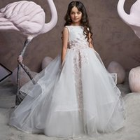 White Flower Girls Dresses for Weddings Ball Gown and Sweep Train Appliques Tulle Little Gowns First Communion