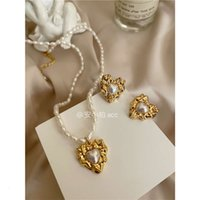 The blogger recommends French natural pearl brass love heart necklace earrings and earrings