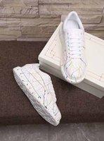 2021 جودة عالية عارضة الأحذية الألياف البصرية مضيئة الرجال والنساء الترفيه الملونة فلاش أدى ضوء أحذية رياضية الدانتيل متابعة المدربين مسطحة أسفل الأحذية chaussures