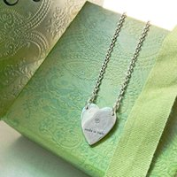 Sculpted heart lettering pendant necklace for men and women in summer minimalist retro sweater chain G family jD