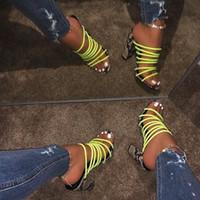 2020 Nuevas sandalias de impresión de serpientes de múltiples serpientes sexy Mujeres ABIERTAS ABIERTAS Color mezclado Bloque Talón Sandalias Sandalias Cristal Zapatillas Bombas Calzado Venta SH X3TP #
